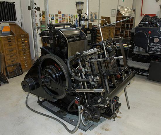 Buchdruck mit Heidelberger Zylinder zum Prägen